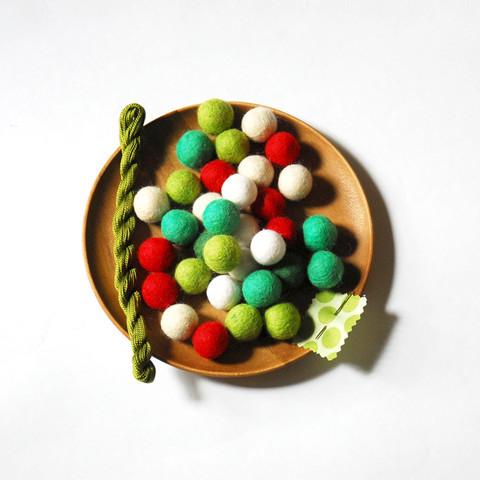 Acme Felt Ball Kit Christmas Colors