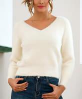 Amasoo Women's Pullover Sweaters white - White V-Neck Eyelash-Hem Sweater - Juniors