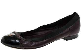 Chanel Burgundy/Black Leather And Patent Leather Ruffle Trim Cap Toe Scrunch Ballet Flats Size 36.5