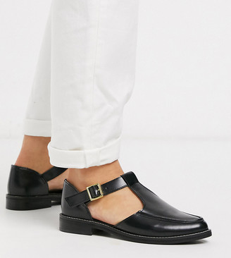 Asos DESIGN Wide Fit Vonnie leather flat shoes in black