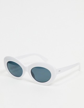 A. J. Morgan AJ Morgan oval sunglasses in white