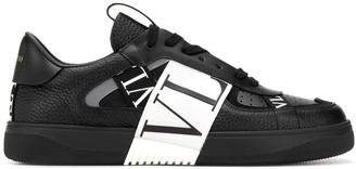 Valentino Contrasting Low-top Logo Sneaker Black