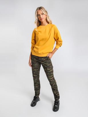 Carhartt Chase Sweatshirt in Gold
