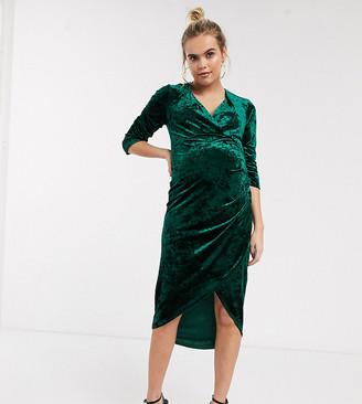 TFNC Maternity Maternity velvet midi wrap dress in emerald-Green