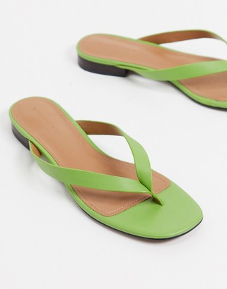 Who What Wear What What Wear Cali toe thong flat sandals in green leather