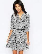Yumi Belted Dress With 3/4 Sleeves In Geo Print