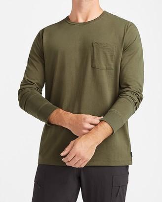 Express Solid Moisture-Wicking Long Sleeve Crew Neck T-Shirt
