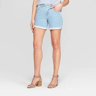 Universal Thread Women's Mid-Rise Single Cuff Raw Hem Boyfriend Jean Shorts Light Wash