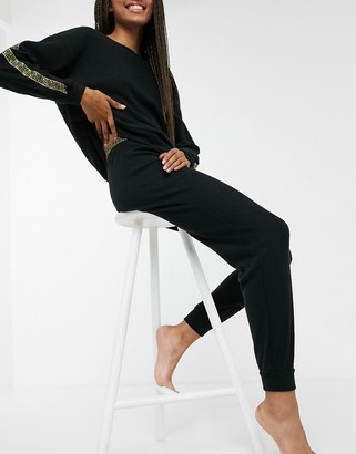 New Look gold trim detail lounge legging co-ord in black