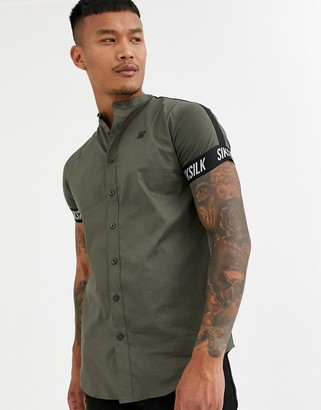 SikSilk muscle fit short sleeve shirt in khaki-Green
