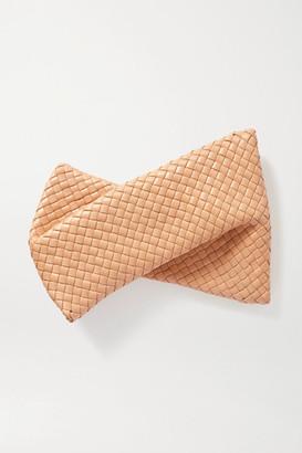 Bottega Veneta Twist Intrecciato Leather Clutch - Rose gold