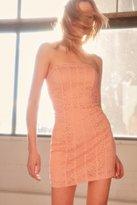 Kimchi & Blue Kimchi Blue Lyla Strapless Lace Dress