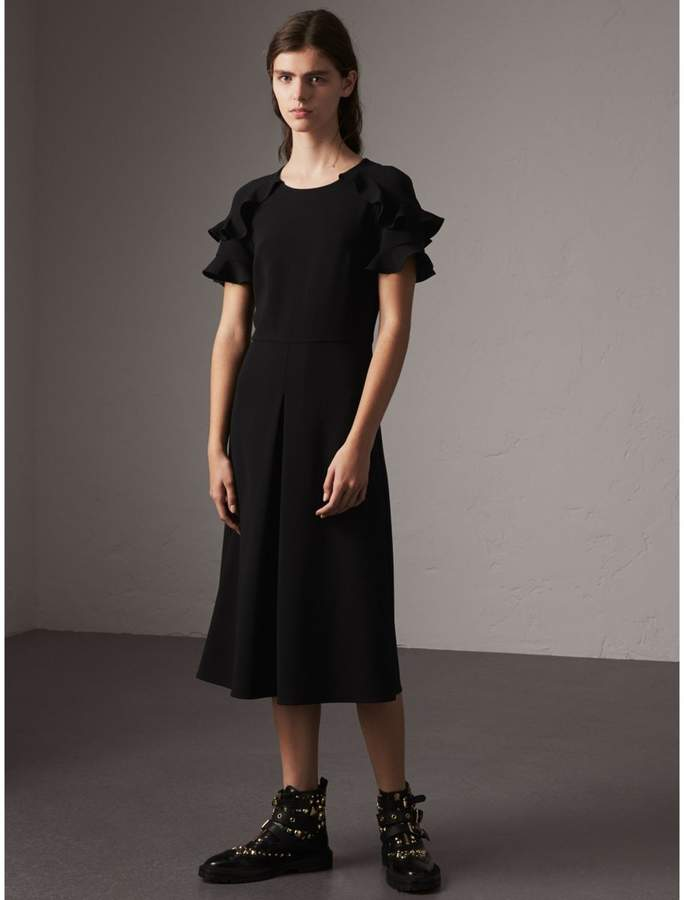 Burberry Ruffle Detail Short-sleeve Crepe Dress