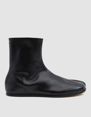 Maison Margiela Men's Flat Tabi Ankle Boot in Black, Size 40 | Leather