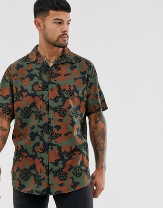 Jack and Jones camo patterned shirt with short sleeves-Black