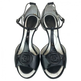 Chanel Black Patent leather Mules & Clogs