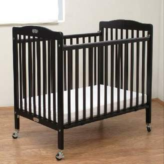 L.A. Baby Wooden Portable Crib with Mattress Color: Cherry