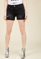 Pull the Rugged Out Shorts in Black in L