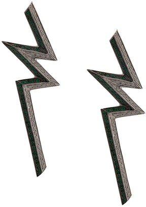 Ralph Masri 18kt White Gold Emerald Diamonds Bolt Earrings