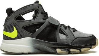 Nike Zoom Huarache TR Mid WM sneakers