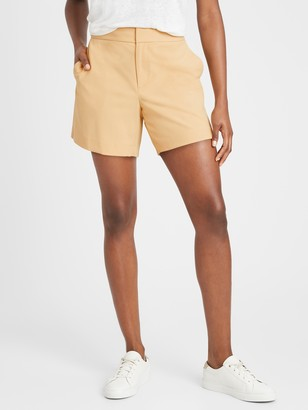 "Banana Republic Petite Mid-Rise 5"" Short"