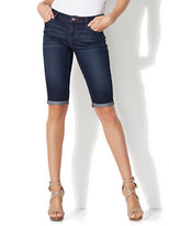 New York & Co. Soho Jeans - Curvy Bermuda Short - Highland Blue Wash