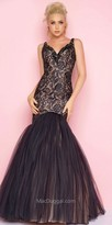Mac Duggal Scalloped Plunging Open Back Lace Prom Dress