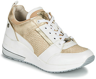 Xti NAYEN women's Shoes (Trainers) in White