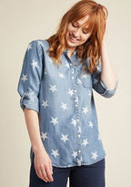 J3509 Our one wish is to witness the many ways you can find to style this soft chambray top! Touting tab sleeves, a chest pocket, side vents, and a back pleat, this star-spangled button up brings brilliance to your casual ensembles.