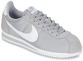Nike CLASSIC CORTEZ NYLON men's Shoes (Trainers) in Grey