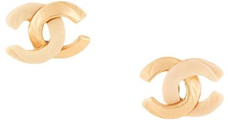 Chanel Pre Owned 2000 twisted CC earrings
