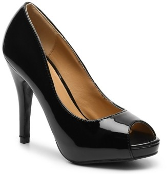 Journee Collection Lowis Platform Pump