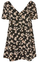 Glamorous Petites **Daisy Print T-Shirt Dress by Glamorous Petite