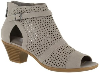 Easy Street Shoes Sandal - Carrigan