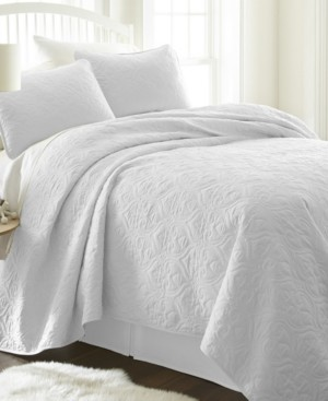 IENJOY HOME Home Collection Premium Ultra Soft Damask Pattern Quilted Coverlet Set, King Bedding