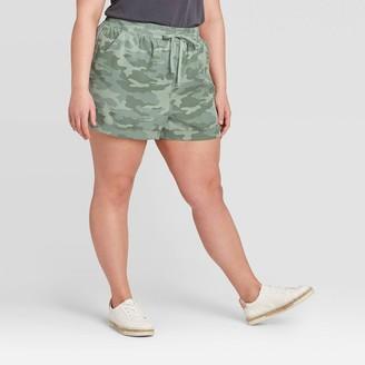 Universal Thread Women's Plus Size Mid-Rise Camo Print Tie-Front Utility Shorts - Universal ThreadTM - Green