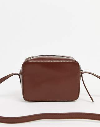 Asos Design DESIGN leather camera cross body bag-Brown