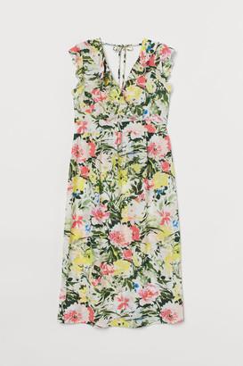 H&M MAMA Short wrap dress