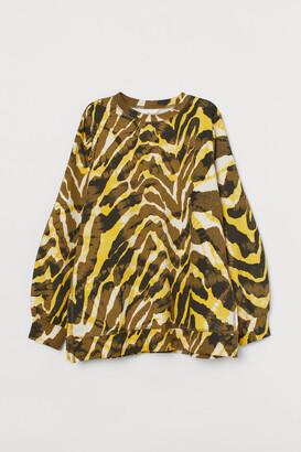 H&M MAMA Balloon-sleeve sweatshirt
