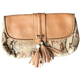 Gucci Camel Leather Clutch bags
