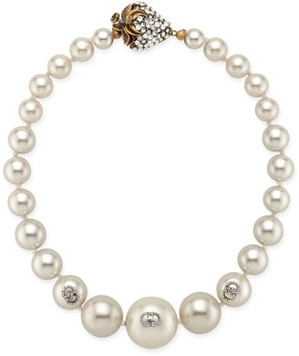 Gucci Pearl necklace with strawberry closure