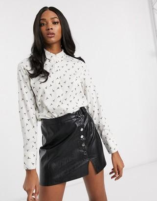 Vero Moda shirt in white Eiffel tower print-Multi
