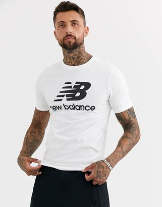 New Balance t-shirt with large logo in white-Grey