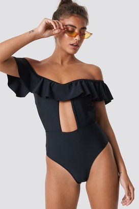 NA-KD Dropped Shoulder Frill Swimsuit