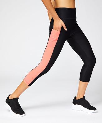 Vogo VOGO Women's Active Pants CORAL - Coral & Black Power Mesh Pocket Capri Leggings - Women