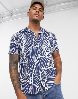 Celio regular fit revere collar shirt in leaf print-Blue