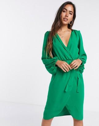 Liquorish bell wrap sleeve in green