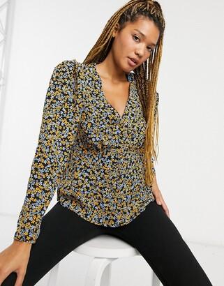 New Look tea blouse in black disty print
