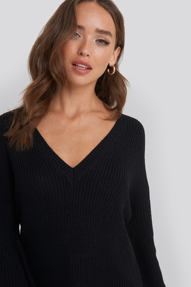 NA-KD Deep V Front Long Knitted Sweater White