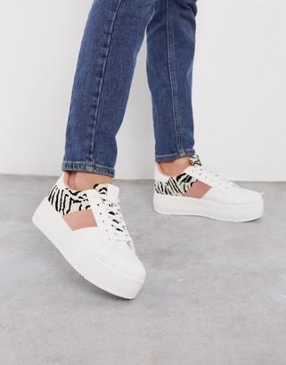 Qupid side stripe flatform sneakers in white